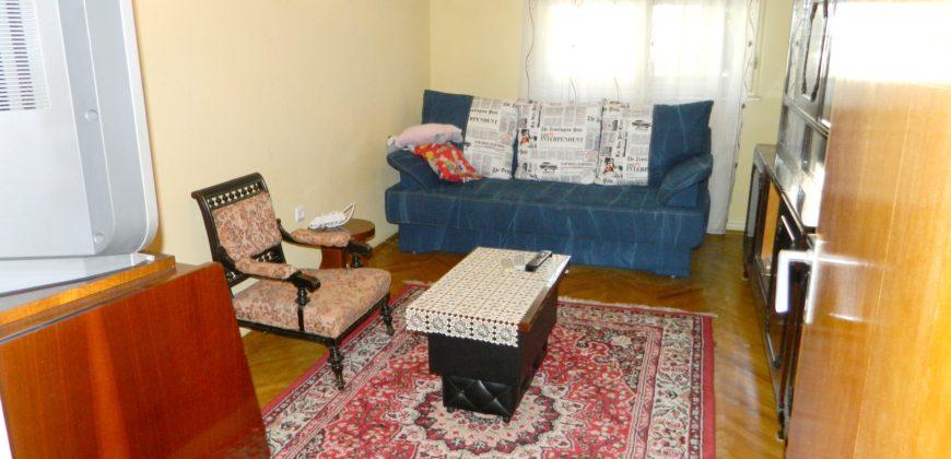 Apartament 3 camere Cetate, bloc de caramida ,zona buna, etaj 1 !!!