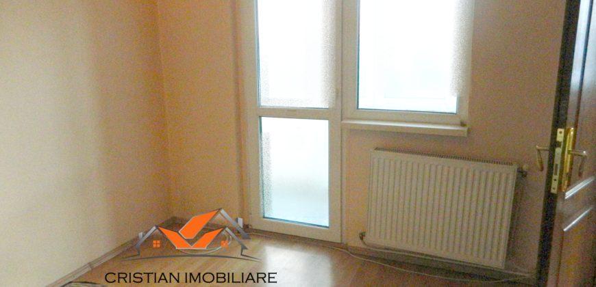 Apartament 2 camere cu balcon, etaj intermediar, Cetate