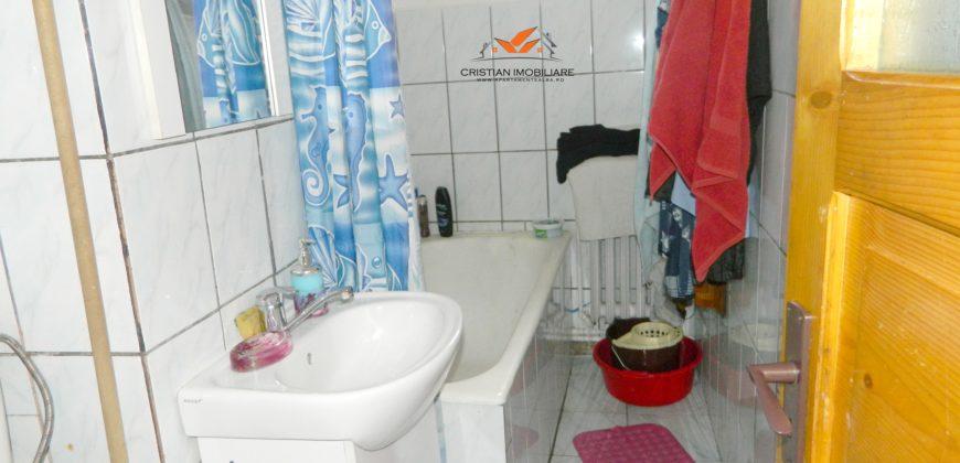 Apartament 2 camere, etaj 3, Cetate