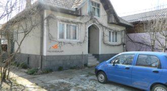 Casa cu curte si gradina, la asfalt, Sard