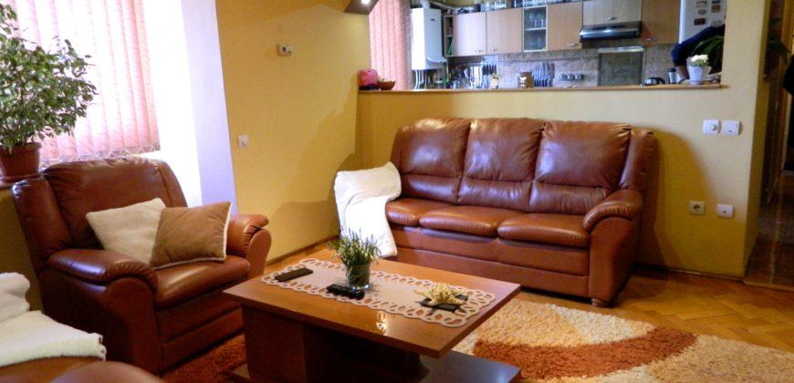 Apartament 3 camere, decomandat, etajul 3, Cetate