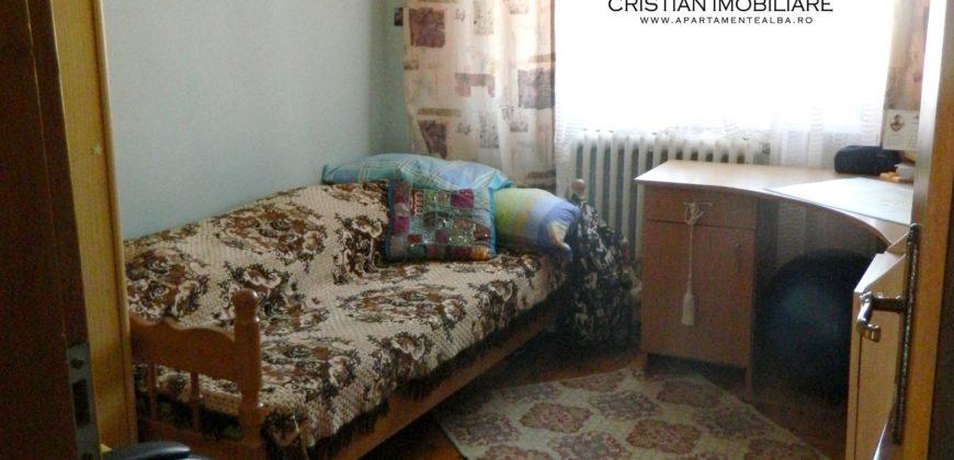Apartament 4 camere decomandat, 2 bai, balcon mare, Ampoi 3