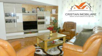 Apartament 4 camere decomandat, 2 bai, balcon mare, zona Ampoi