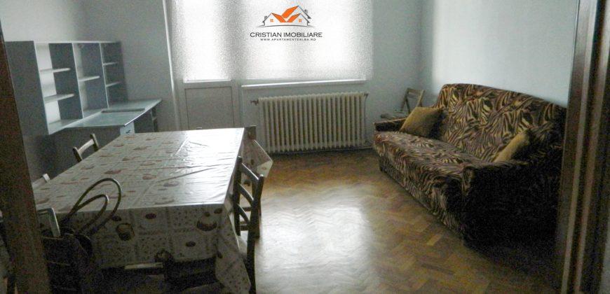 Apartament 3 camere decomandat, Cetate, pretabil pentru muncitori