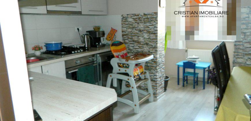 Apartament 3 camere decomandat, finisat, etaj 2, Cetate-Mercur