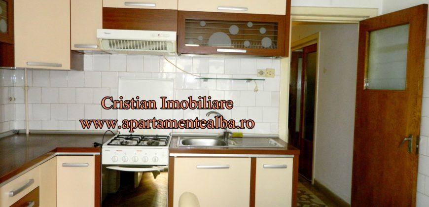 Apartament 4 camere, Alba Iulia, pretabil pentru echipa de muncitori