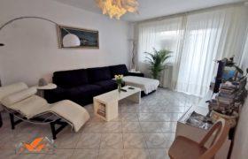 Apartament 3 camere, 2 bai, decomandat, zona Ampoi