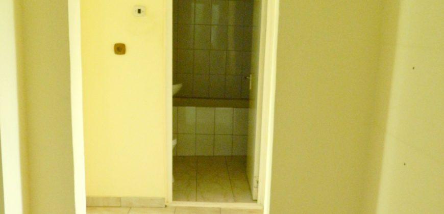 Apartament 3 camere decomandat, etajul 1, zona Bowling spre Tolstoi