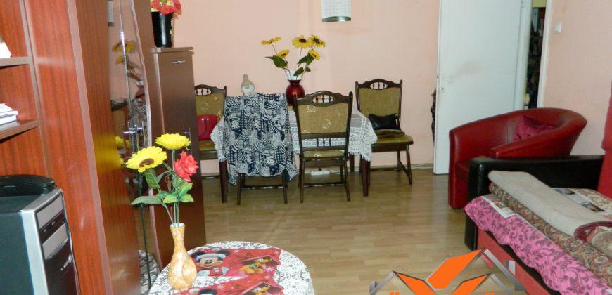 Apartament 3 camere, bloc de caramida, Cetate
