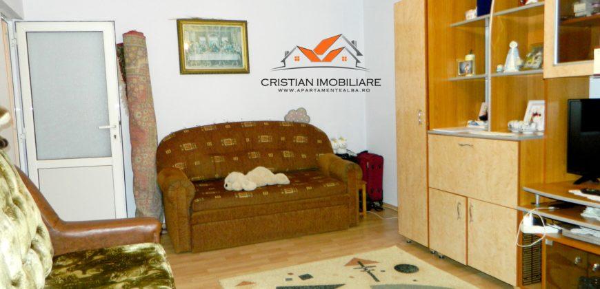 Apartament 2 camere decomandat, etaj intermediar, Ampoi !