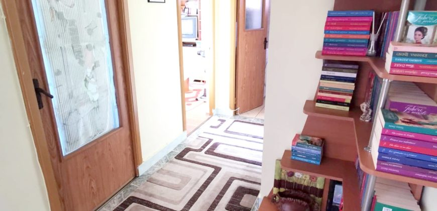 Apartament 3 camere decomandat, Cetate, zona buna