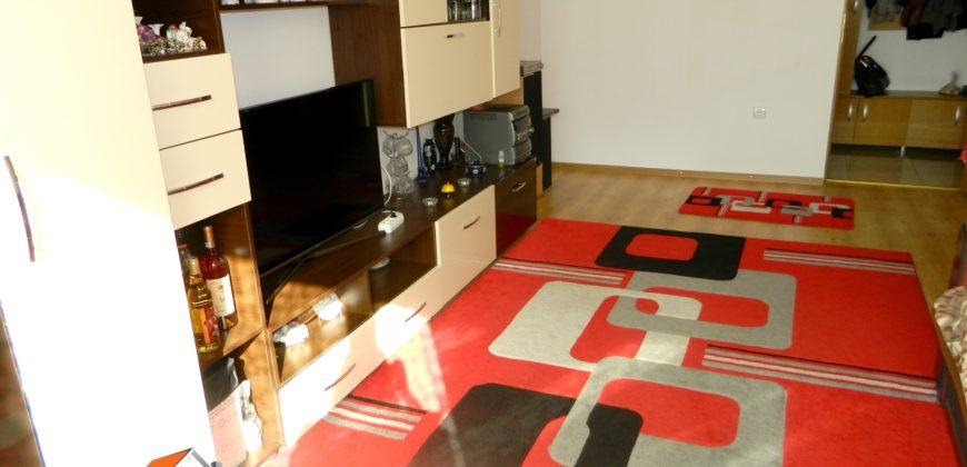 Apartament 3 camere decomandat, etajul 1, Centru