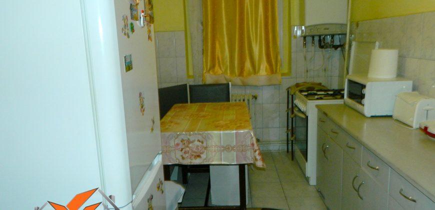 Apartament 2 camere, etajul 3, Cetate !!!