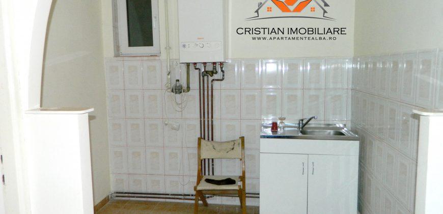 Apartament 2 camere, Cetate, pretabil pentru birouri