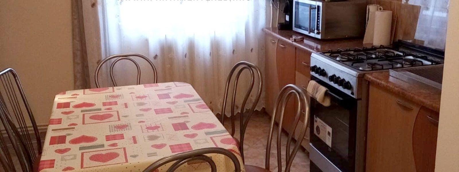 Apartament 3 camere mobilat-utilat, etajul 1, Cetate !