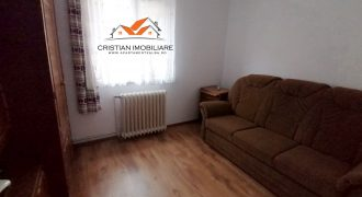 Apartament 2 camere, Cetate, zona Spital, etajul 1