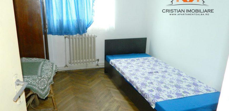 Apartament 3 camere, Cetate, etaj intermediar