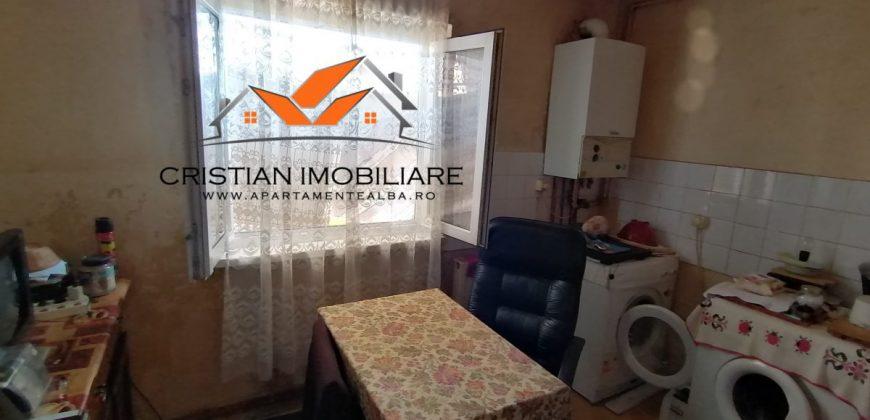 Apartament 3 camere, Cetate-Mercur, etajul 3