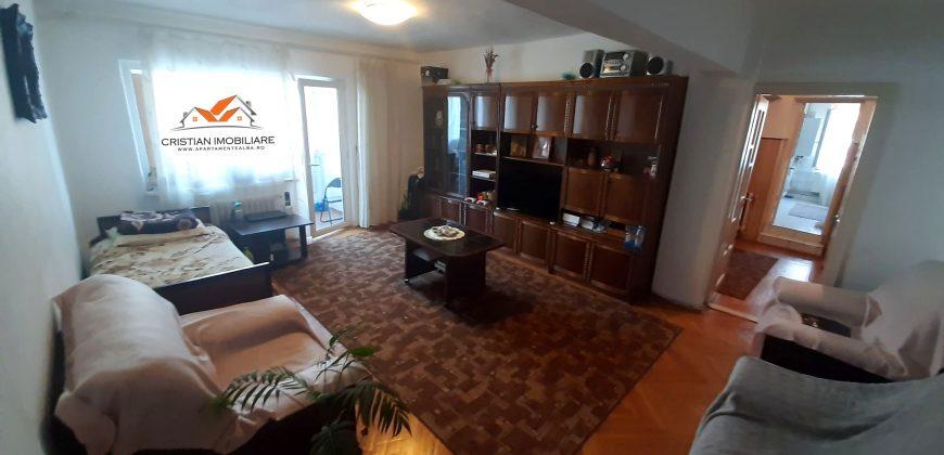 Apartament 3 camere decomandat, etajul 1, Centru zona Mall