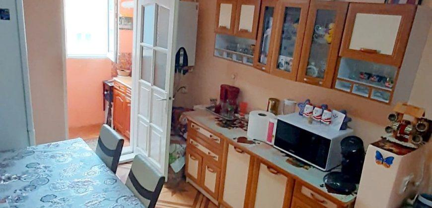 Apartament 2 camere, decomandat, Cetate zona Mercur