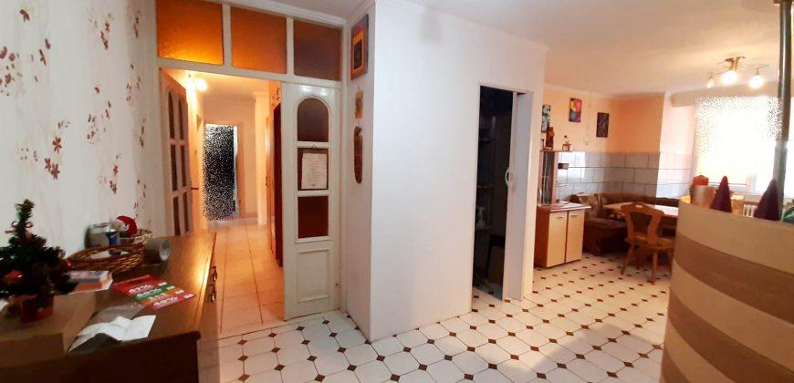 Apartament 4 camere decomandat Ampoi 3