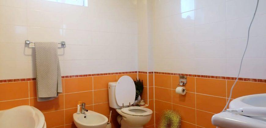 Apartament 3 camere Cetate, bloc nou, parter cu 160 mp curte