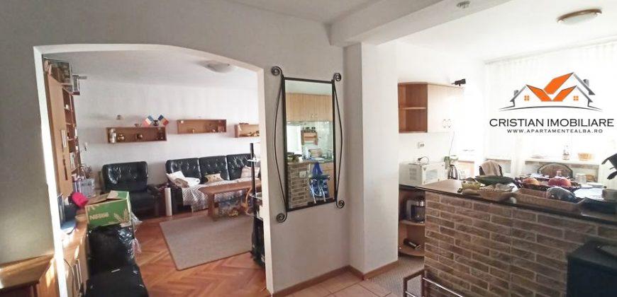 Apartament 3 camere,decomandat,zona Cetate-Bulevard!