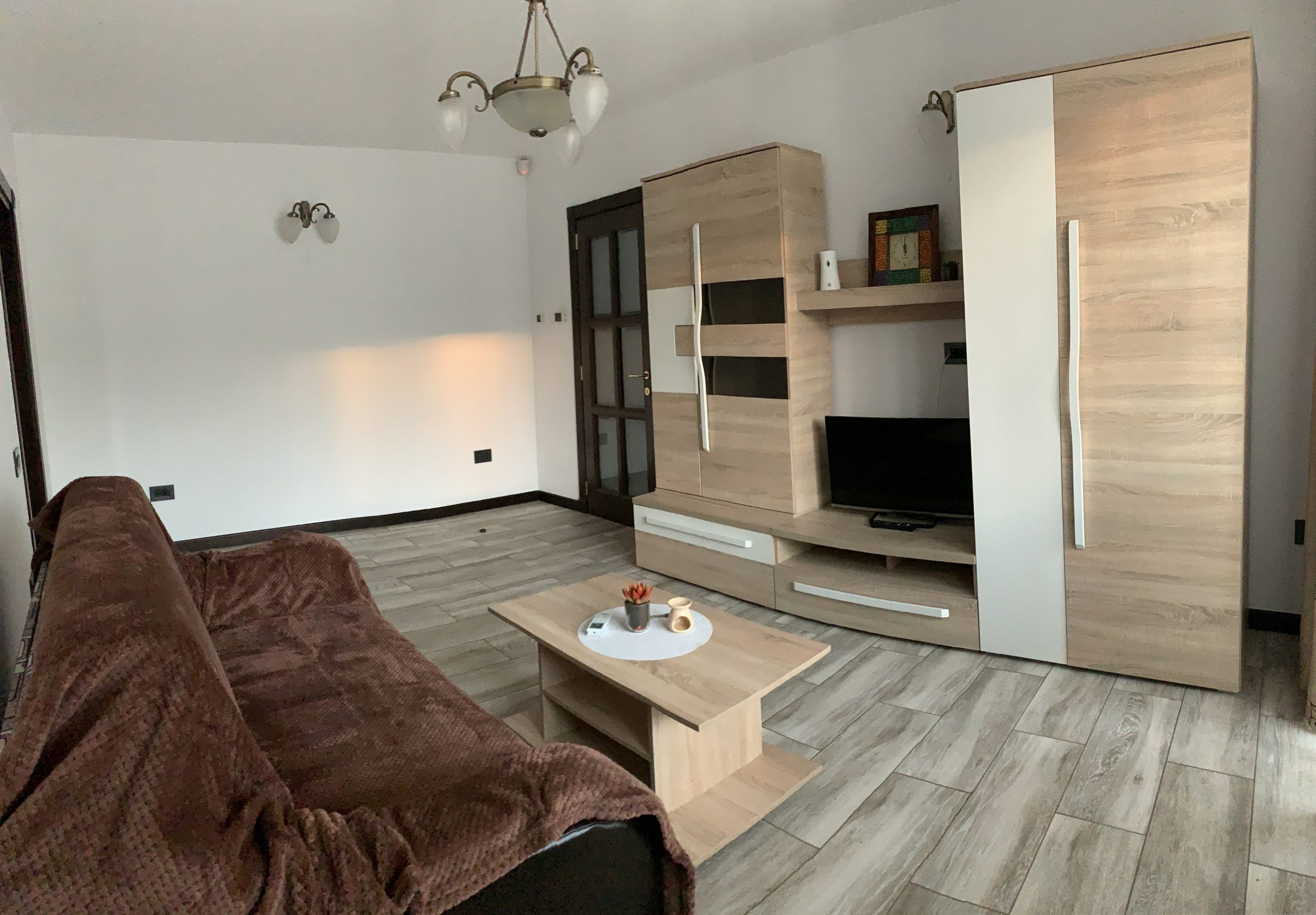 Apartament 3 camere decomandat, finisat, Cetate zona Spital, etajul 3