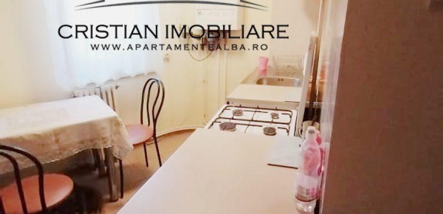 Garsoniera Cetate, bloc de apartamente. etajul 1