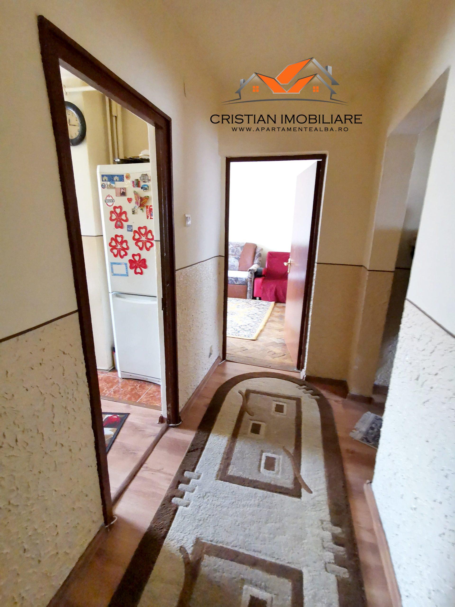 Apartament 4 camere decomandat, etaj 3, Cetate-Mercur