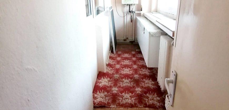 Apartament 3 camere decomandat, 2 balcoane, etaj 1, Zona Ultracentrala