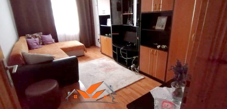 Apartament 2 camere decomandat, etaj intermediar, Cetate