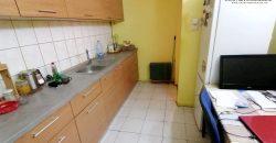 Apartament 3 camere decomandat, Centru, etajul 1