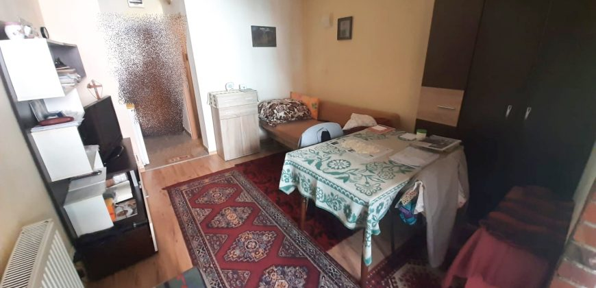 Garsoniera situata in Cetate la etajul 2
