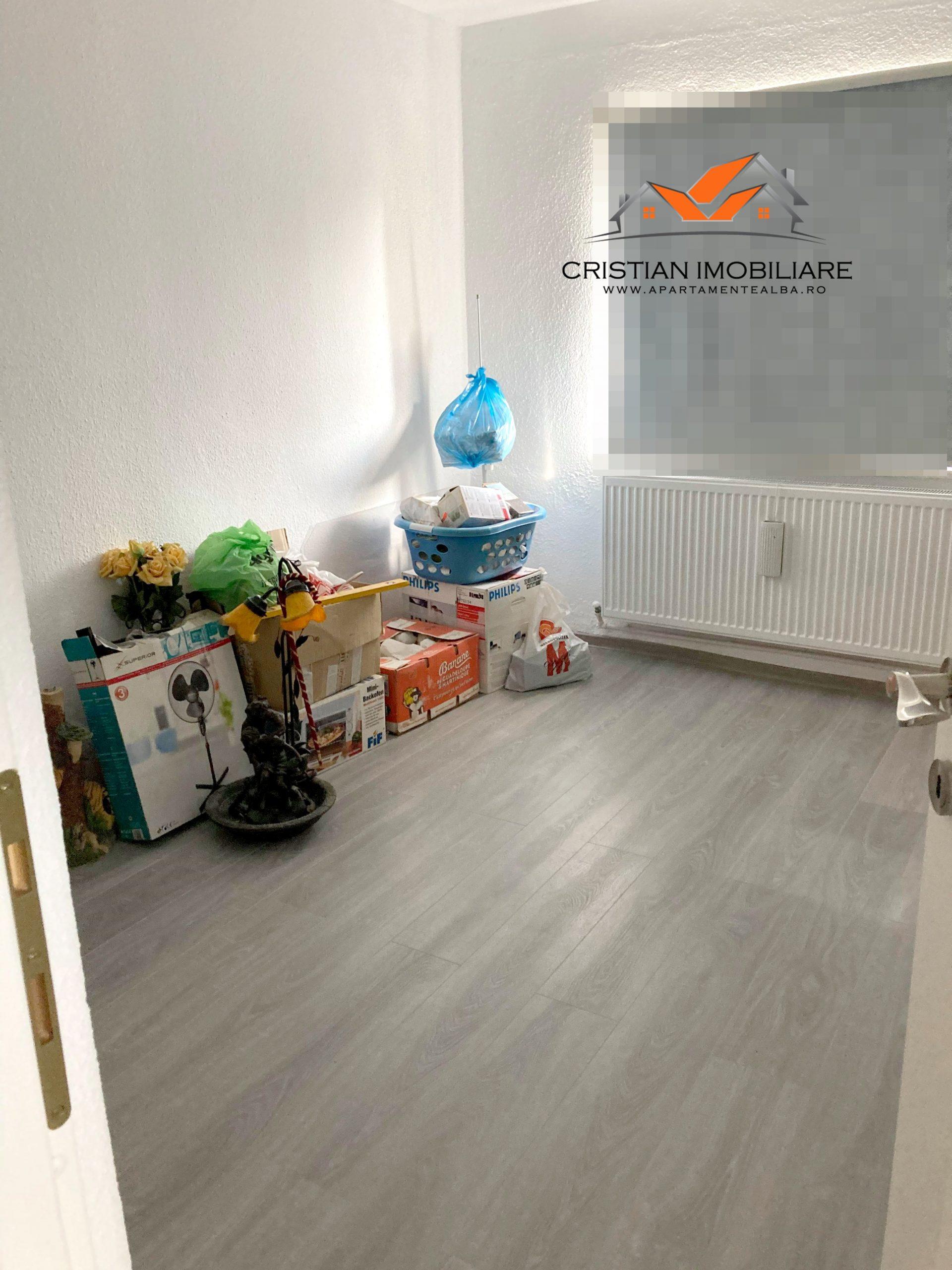 Apartament 3 camere decomandat, finisat, 2 bai, Cetate-Mercur