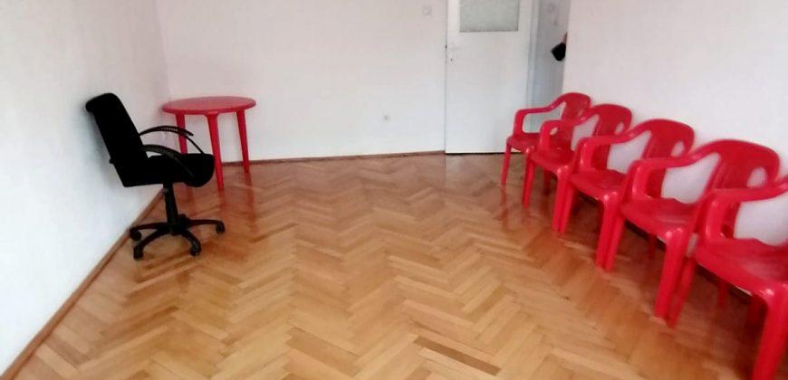 Apartament 2 camere decomandat, 54 mp,etaj 1, Cetate-Mercur!