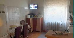 Apartament 2 camere, parter inalt cu balcon, Cetate zona Piata
